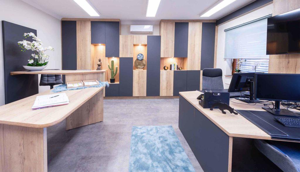 Beispiel für ein Büro aus Holzmöbeln