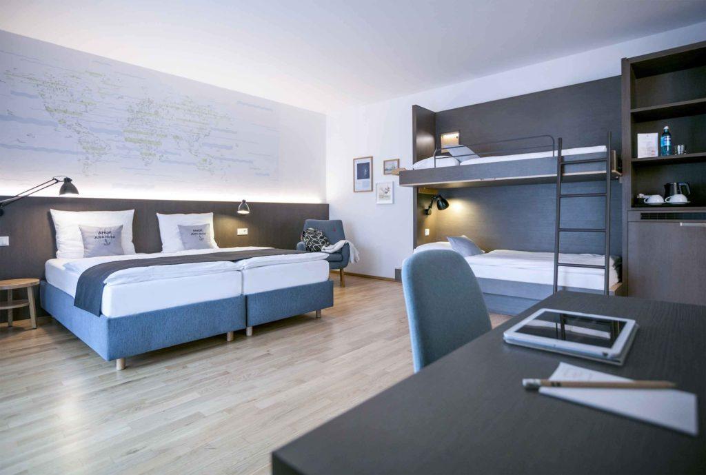 Hotelzimmer aus Holzmöbeln